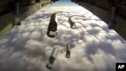 Российский бомбардировщик сбрасывает бомбы по позициям боевиков в Сирии. 9 декабря 2015 г.