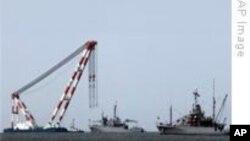 한국 해군, 천안함 선체 인양 작업 착수