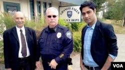 وائس آف امریکہ کے ثاقب الاسلام میئر سلیم اور پولیس چیف کے ہمراہ