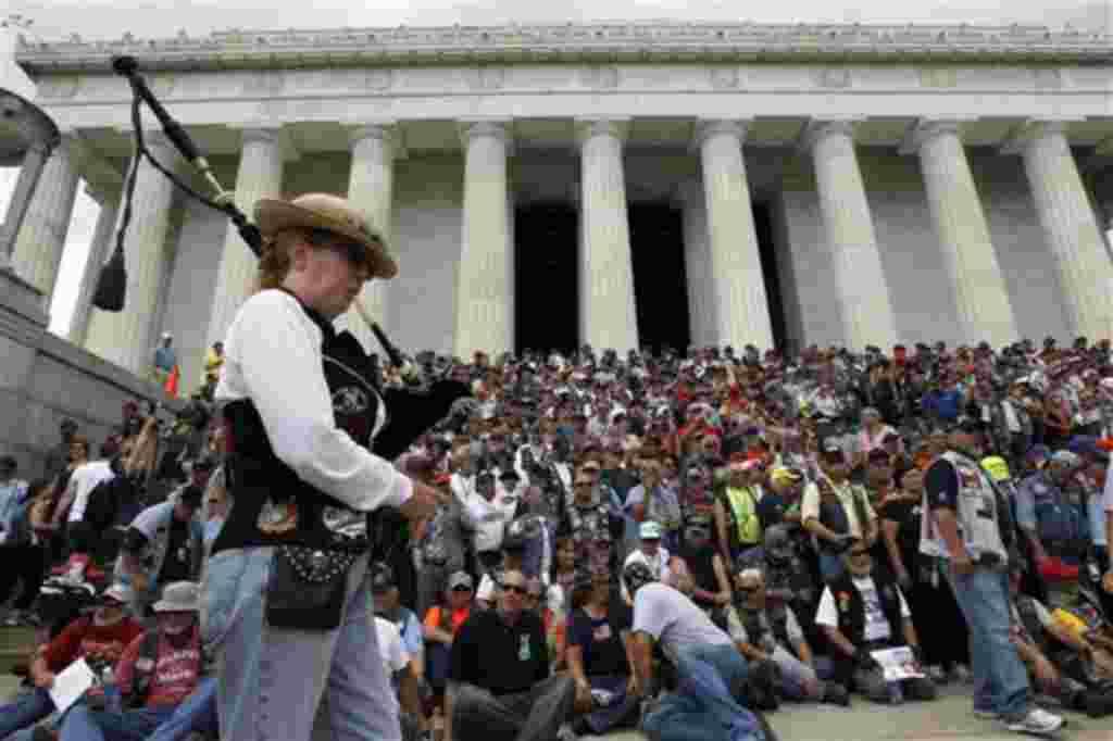 Los motociclistas llegan de todas partes del país a Washington, para conmemorar el Día de los Caídos en Guerra.