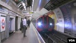 El tren subterráneo de Londres trasporta 12 millones de personas al día, y se esperan 3 millones más durante los juegos.