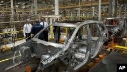 Obama Detroit'te GM fabrikasını zjyaret ederken