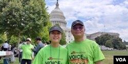 11일 미국 워싱턴 의사당 앞 잔디 광장에서 열린 북한 인권 집회에 캘리포니아주 거주 한인 이기수 씨와 딸 조이스 양이 참석했다.