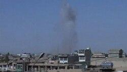 پس از حملات طالبان به ساختمانهای دولتی در شهر جنوبی قندهار افغانستان ، دود از ساختمانها دیده میشود