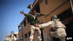 Libya Özgürlüğünü İlan Etti
