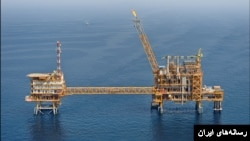 Naftna platforma u Iranu
