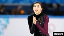 러시아 소치 동계올림픽에 출전한 한국 김연아 선수가 20일 여자 피겨스케이팅 경기를 마친 후 감격스러워 하고 있다.