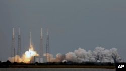 The Falcon 9 SpaceX rocket lifts off from launch complex 40 at the Cape Canaveral Air Force Station in Cape Canaveral, Florida, Mar. 1, 2013.