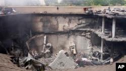 肯尼亞西門購物中心遭到恐襲後,其上層停車場倒塌 (資料照片)