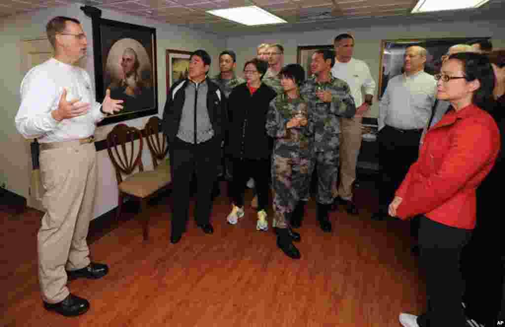 香港民間﹑商界﹑軍界領袖11月8日參觀華盛頓號航母