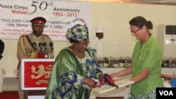 Malawi President Joyce Banda officially launches the global health service partnership at the 50th Anniversary Celebration of the Peace Corps at Kamuzu Palace (VOA / L. Vintulla)