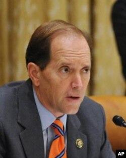 美国国会众议院筹款委员会主席戴维•坎普(资料照片)