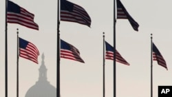 El acuerdo de último minuto, que llevó a los funcionarios del Congreso a abandonar el Capitolio tarde en la noche, no mejora la evaluación de la deuda de Estados Unidos.
