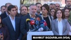 Berdevkê HDP'ê Ayhan li daxuyanîyekê (arşîv)
