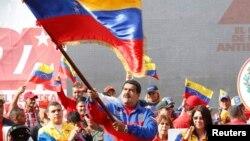 Maduro acusa a Estados Unidos de participar en supuesto golpe de estado en su contra.