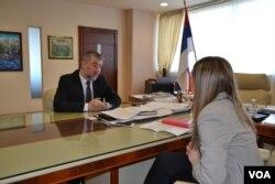 Novinarka Tanja Gatarić razgovara sa ministrom Alenom Šeranićem