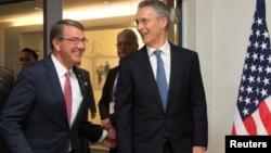 ABD Savunma Bakanı Ashton, NATO toplantısı sırasında Genel Sekreter Stoltenberg'le de bir araya geldi.