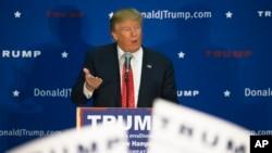 도널드 트럼프 미국 대선 공화당 경선 후보가 18일 뉴햄프셔 주 콩코드 시에서 선거 유세를 하고 있다.