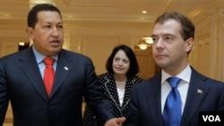 """Dmitry Medvedev, presidente de Rusia, acordó construir la primera estación de energía nuclear en Venezuela, con fines """"pacíficos"""" según lo dijo Chávez."""