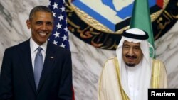 U.S. President Barack Obama, left, stands next to Saudi Arabia's King Salman during the summit of the Gulf Cooperation Council (GCC) in Riyadh, Saudi Arabia, April 21, 2016.