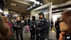 با وجود آن که تهدید مشخصی در ایالات متحده گزارش نشده، اما تدابیر امنیتی در شهرهای عمده، از جمله نیویورک، واشنگتن، شیکاگو و لس آنجلس، افزایش یافته است