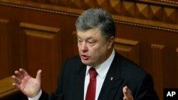 Tổng thống Ukraine Petro Poroshenko ngày hôm qua cảnh báo là có mối đe dọa rất lớn về một cuộc tấn công qui mô lớn của các phiến quân được Nga yểm trợ.