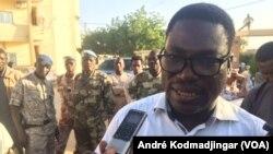 Me Alain Kagombé, l'un des avocats de l'ancien chef rebelle Abdelkader Baba Laddé, au terme du procès à N'Djamena, le 6 décembre 2018. (VOA/André Kodmadjingar)