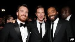 (ဝဲမွာယာ) Michael Fassbender, Benedict Cumberbatch, နဲ႔ Steve McQueen အေကာင္းဆံုး႐ုပ္ရွင္ဇာတ္ကားဆုရ '12 Years a Slave,' မွ (ဇန္နဝါရီ ၁၂၊ ၂၀၁၄)