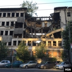 A police building hit during NATO's bombing campaign in 1999, like others in Belgrade, has yet to be demolished or repaired. (Photo: L. Ramirez / VOA)