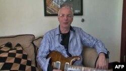 Pol Rid Smit sa jednom od svojih vrhunskih gitara