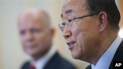 지난 7월 런던에서 윌리엄 헤이그 영국 국무장관과의 공동 기자회견에서 시리아 사태에 대해서 발언하는 반기문(사진우측) 유엔사무총장