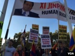 示威者中有历经三任中国国家主席访英者,16年来,白了头发,不改其志(江静玲摄影).jpg