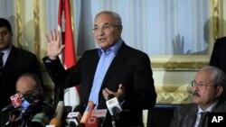Firayim minista Ahmed Shafiq yana ganawa da 'yan jarida, lahadi 13 Fabrairu 2011 a birnin al-Qahira.