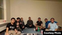 Irwan Saputra (kiri) bersama para anggota Indonesian Muslim Youth in America sebelum pandemi COVID-19 (Dok: Irwan Saputra)