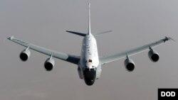 Американский разведывательный самолет RC-135