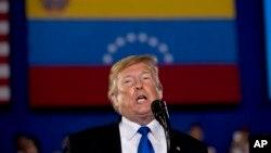 """Nicolas Maduro a confirmé les déclarations de son homologue américain Donald Trump, soulignant que des contacts ont lieu """"depuis des mois""""."""