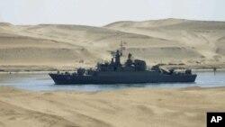 伊朗戰艦穿越蘇伊士運河。