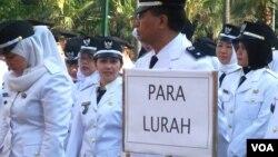 Pelantikan para camat dan lurah DKI Jakarta hasil lelang jabatan 2013.(VOA/Iris Gera)