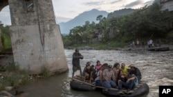 Prevoz migranata iz Gvatemale u Meksiko. 21.06.2019. AP
