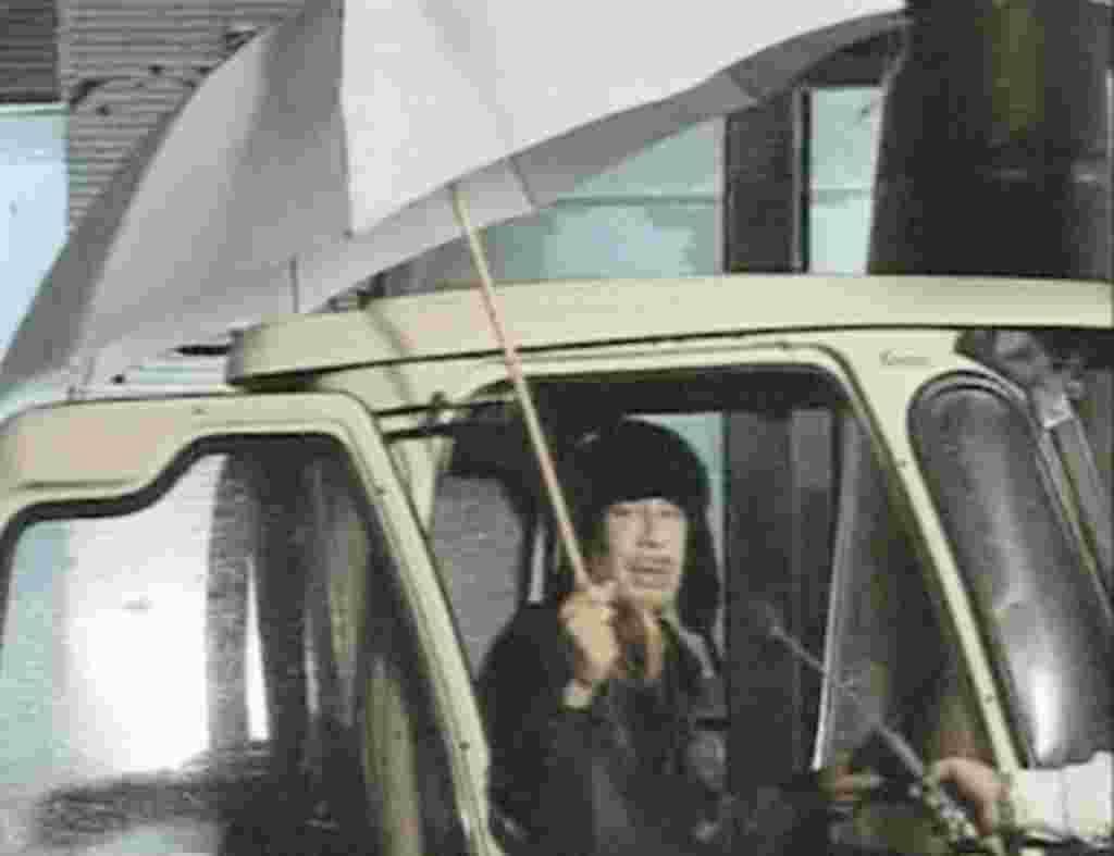 Imagen sacada del video en el que el líder libio Moammar Gadafi se ha dirigido al pueblo.