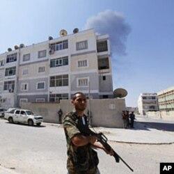 的黎波里反政府軍控制大部份平民逃離後的地區