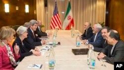 El secretario de Estado John Kerry durante el tercer día de conversaciones sobre el programa nuclear iraní, en Suiza.