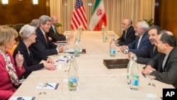 Delegasi AS (kiri) dan delegasi Iran mengakhiri pembicaraan nuklir tiga hari di Swiss, Rabu (4/3).