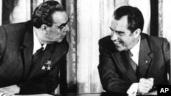 Predsednik Nikson i sovjetski lider Leonid Brežnjev posle potpisivanja Sporazuma o smanjenju nuklearnog arsenala 21. jun 1973.