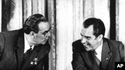 Американскиот претседател Ричард Никсон со советскиот колега Леонид Брежњев во 1973-та