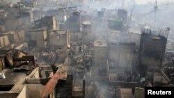 Sebanyak 15.000 orang kehilangan tempat tinggal setelah kebakaran besar melanda kawasan kumuh di Manila, Rabu (8/2).