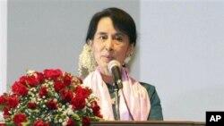 緬甸民主運動領導人昂山素姬上星期六在仰光出席一個以自由為主題電影節的開幕儀式。