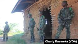 Des militaires des Forces armées de la RDC déployés dans la région de Beni, Nord-Kivu, RDC, 6 juin 2016. (VOA/Charly Kasereka)