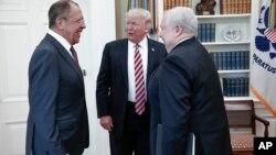 Según el Washington Post, la información que Trump dio al canciller ruso, Sergei Lavrov, y al embajador ruso en Estados Unidos, Sergei Kislyak, fue provista a Estados Unidos por un país amigo.