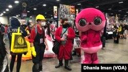 Penggemar komik dan karya seni populer berkumpul dengan kostum favorit masing-masing di ajang Awesome Con di Washington, D.C. (dok: VOA)
